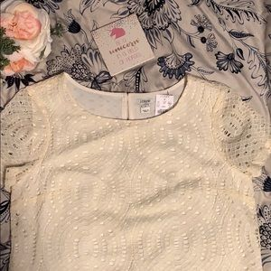 Short sleeve lace top with liner inside.